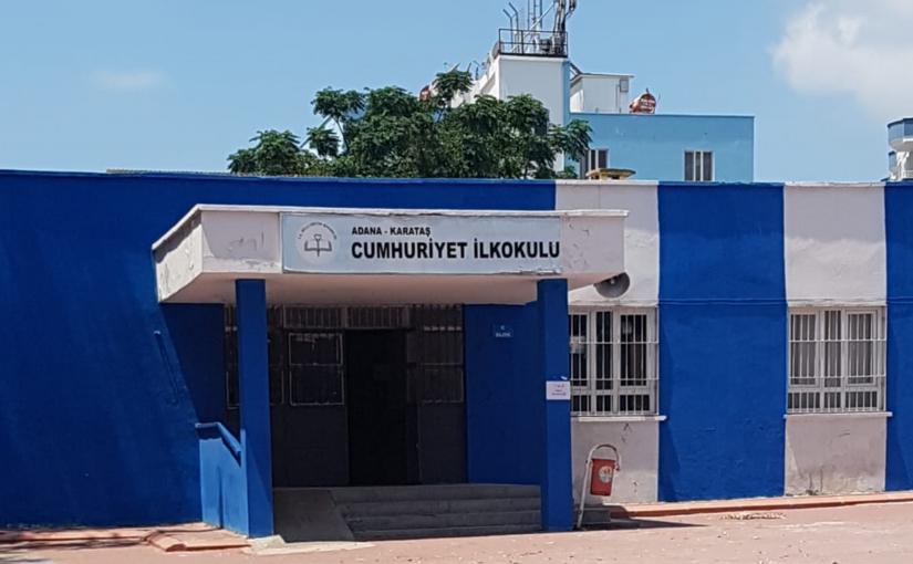 Cumhuriyet Ilkokulu, eine Grundschule in Karataş (Adana), Türkei